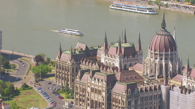 ms aerial zo view of parliament / budapest, hungary - river danube stock videos & royalty-free footage