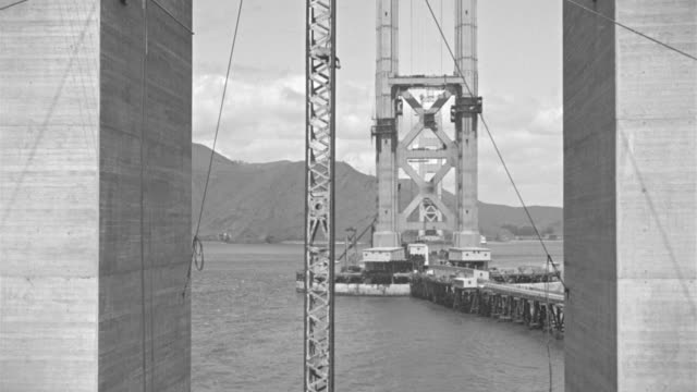 vídeos de stock, filmes e b-roll de ms view of partially built golden gate bridge under construction - golden gate bridge