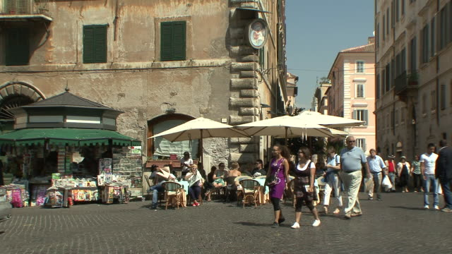 ws view of pavement café at corner of piazza farnese / rome, italy  - rome italy stock-videos und b-roll-filmmaterial