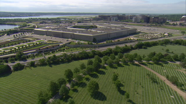 ws aerial view of pentagon / washington, dist. of columbia, united states - the pentagon stock videos & royalty-free footage