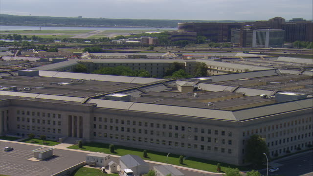 ws aerial zo view of pentagon / washington, dist. of columbia, united states - the pentagon stock videos & royalty-free footage