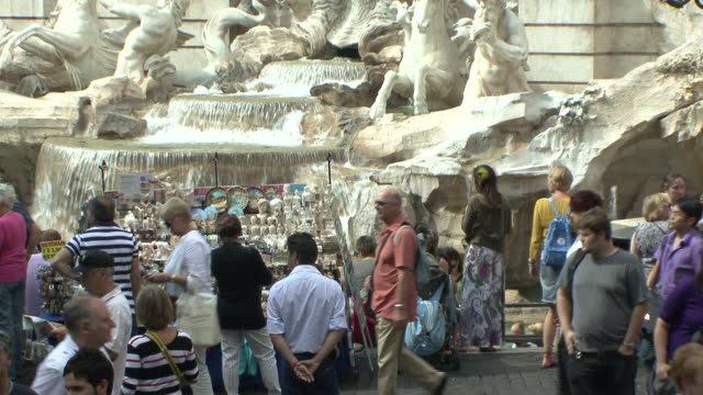 ws tu view of people at fountain / rome, italy - tourist video stock e b–roll