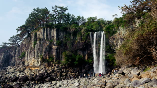 view of people at jeongbang waterfall - besichtigung stock-videos und b-roll-filmmaterial