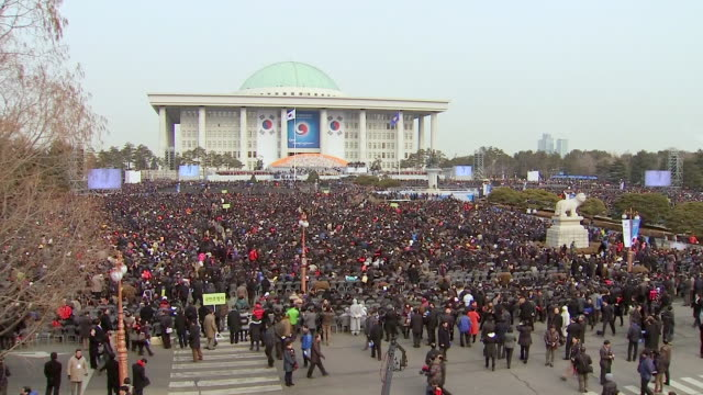 ws view of people at national assembly (ceremony for new president) / seoul, seoul, south korea - gemeinsam gehen stock-videos und b-roll-filmmaterial