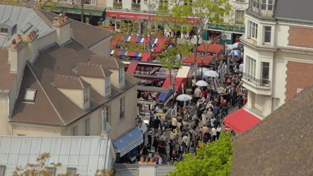 vídeos y material grabado en eventos de stock de ws view of people at place du tertre / paris, france - cultura francesa