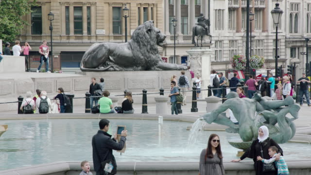 MS View of people at Trafalgar Square / London, United Kingdom
