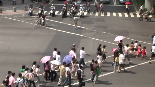 view of people crossing the road in taipei taiwan - zebramuster stock-videos und b-roll-filmmaterial