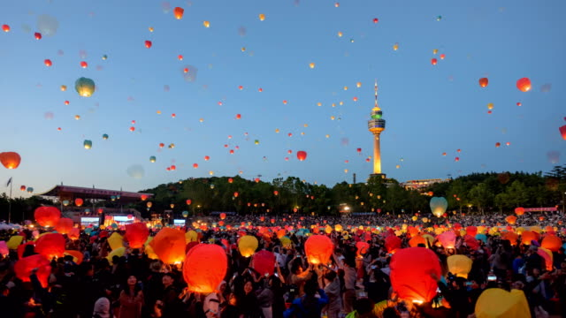 view of people floating their lanterns in daegu lantern festival, south korea - traditionelles fest stock-videos und b-roll-filmmaterial