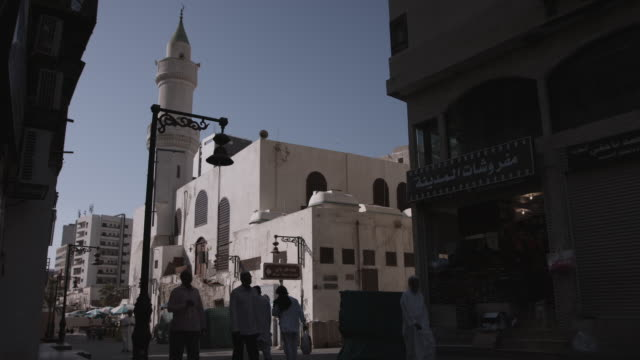 view of people in a neighborhood of al-balad, the historic centre of jeddah. - jiddah bildbanksvideor och videomaterial från bakom kulisserna