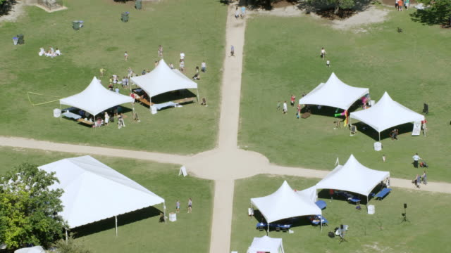 ms zo aerial pov view of people in marion square park / charleston, south carolina, united states - tent stock videos & royalty-free footage