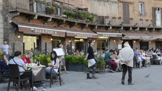 ws view of people in street cafe at piazza del campo / siena, tuscany, italy - restaurant stock videos & royalty-free footage