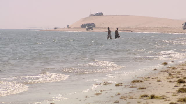 ws view of people playing in the sea / doha, qatar  - qatar stock videos & royalty-free footage