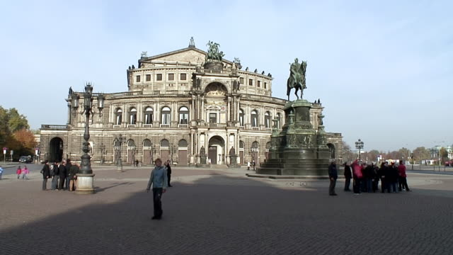 WS View of people roaming at Semperoper / Dresden, Saxony, Germany