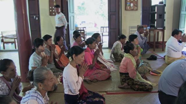 vídeos y material grabado en eventos de stock de ws view of people sitting together and praying / bagan, mandalay division, myanmar - alfombra de oración