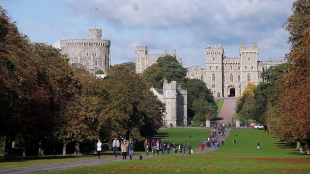 ws view of people walking on street in front of windsor castle / london, united kingdom - windsor castle stock videos & royalty-free footage