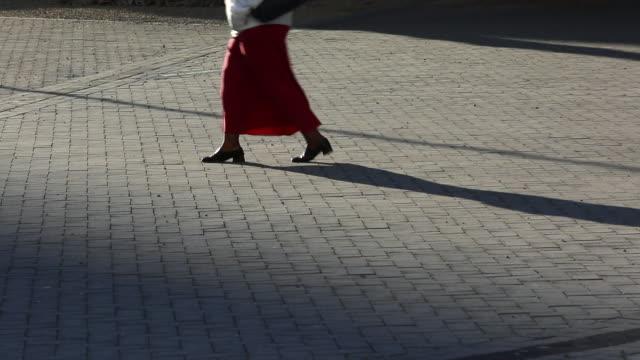 vidéos et rushes de ms view of people walking on streets / cape town, western cape, south africa - 50 secondes et plus