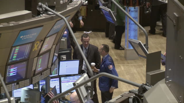 view of people working in new york stock exchange / new york city, new york, usa - western script stock videos & royalty-free footage