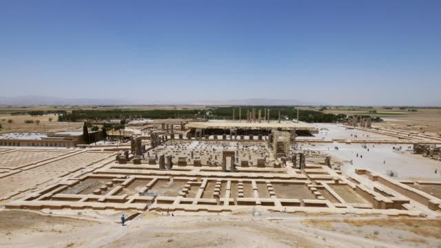 ws pan view of persepolis, world heritage / shiraz, fars province, iran  - persepoli video stock e b–roll
