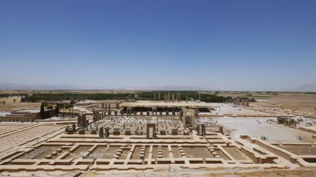 ws view of persepolis, world heritage / shiraz, fars province, iran  - persepoli video stock e b–roll