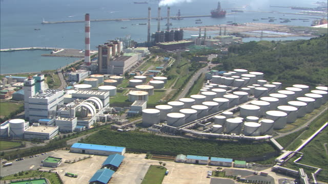view of petrochemical plant in ulsan at daytime - invertebrate stock videos & royalty-free footage
