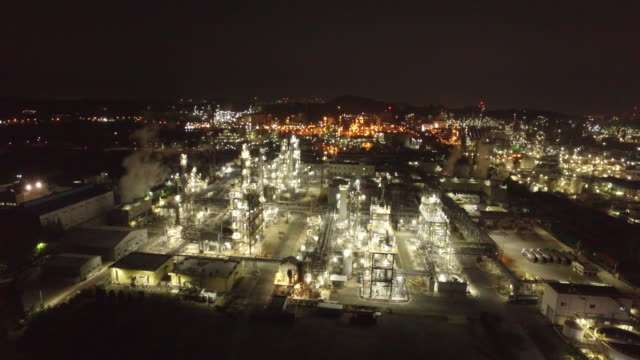 view of petrochemical plant in ulsan at night time - chemikalie stock-videos und b-roll-filmmaterial