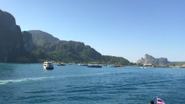 view of phi phi island - クラビ県点の映像素材/bロール