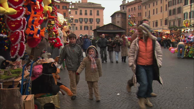 ws view of piazza navona christmas market / rome, italy - piazza navona stock videos & royalty-free footage