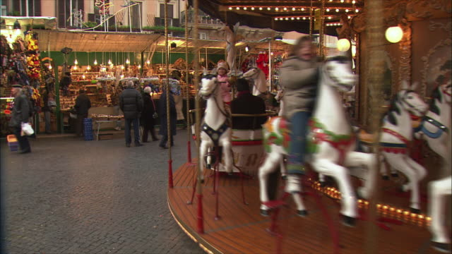 ws pan view of piazza navona christmas market / rome, italy - piazza navona stock videos & royalty-free footage