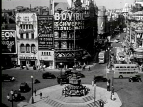 B/W View of  piccadilly circus and vehicals passing through street, England / AUDIO