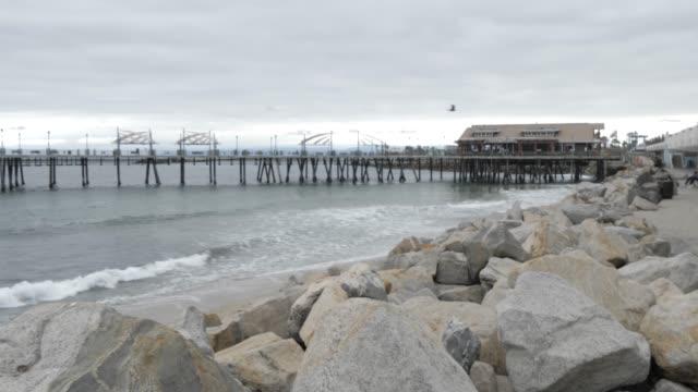 vídeos de stock e filmes b-roll de view of pier and sea front at redondo beach, los angeles, california, united states of america, north america - plano de grua