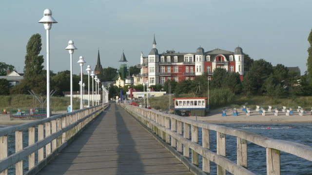 ws view of pier at baltic sea / zinnowitz, usedom,  mecklenburg western pomerania, germany - pier stock-videos und b-roll-filmmaterial