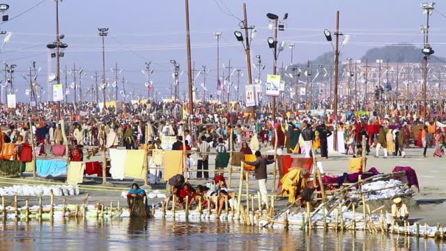 ws view of pilgrims at ghat during kumbh mela, river ganges / allahabad, uttar pradesh, india - acqua santa video stock e b–roll