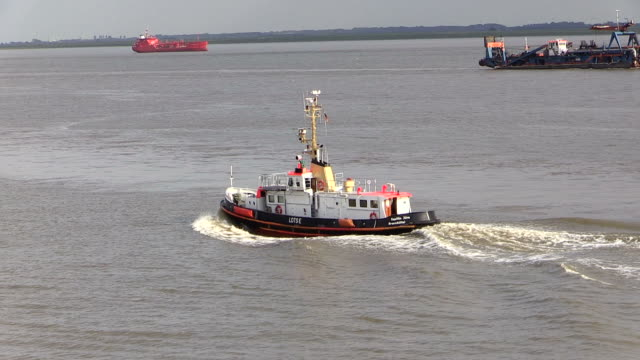 ws pov view of pilot boat moving on river elbe near brunsbuttel, schleswig holstein / hamburg, germany - schleswig holstein stock videos & royalty-free footage