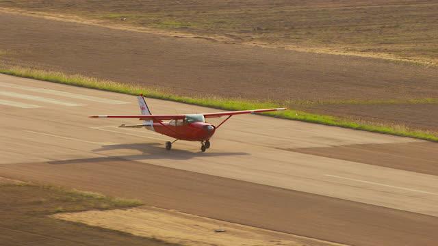 ws aerial view of plane on runway / ayr, queensland, australia - ayr stock videos & royalty-free footage