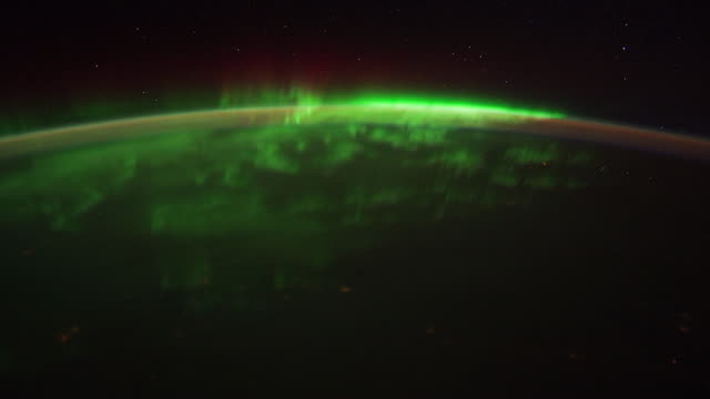 iss view of planet earth: spacecraft night view from north dakota to quebec - polarlicht stock-videos und b-roll-filmmaterial