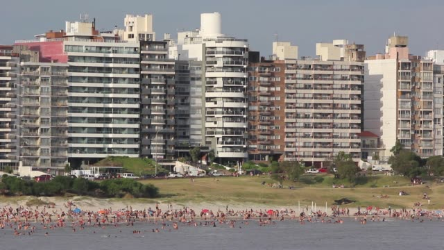 view of playa buceo (buceo beach), montevideo, uruguay - モンテビデオ点の映像素材/bロール