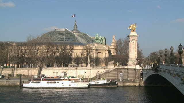 ws view of pont alexandre iii and grand palais / paris, ile de france, france - pont alexandre iii stock videos & royalty-free footage
