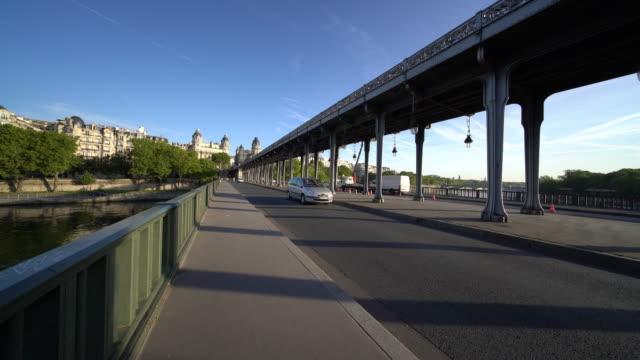 view of pont de bir-hakeim in paris - pont de bir hakeim stock videos & royalty-free footage