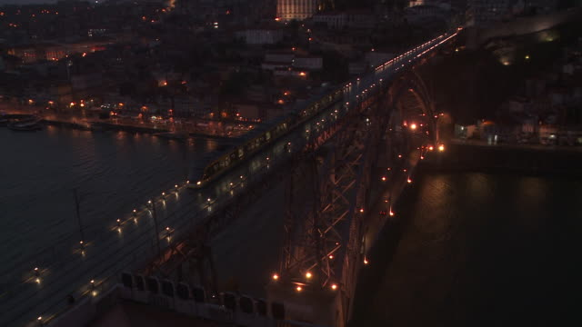 ms ws view of pont dom luis i in night / porto, porto district, portugal - ポルトガル点の映像素材/bロール