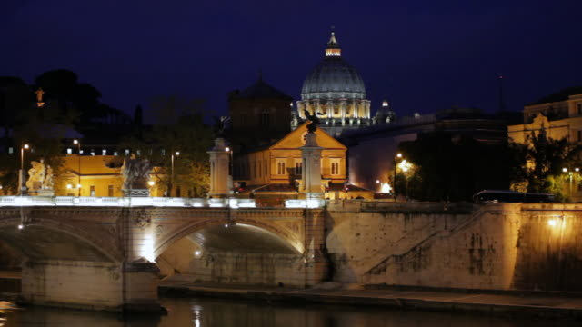 ws view of ponte sant'angelo and dome of the vatican at dusk / rome,lazio ,italy - ponte stock-videos und b-roll-filmmaterial
