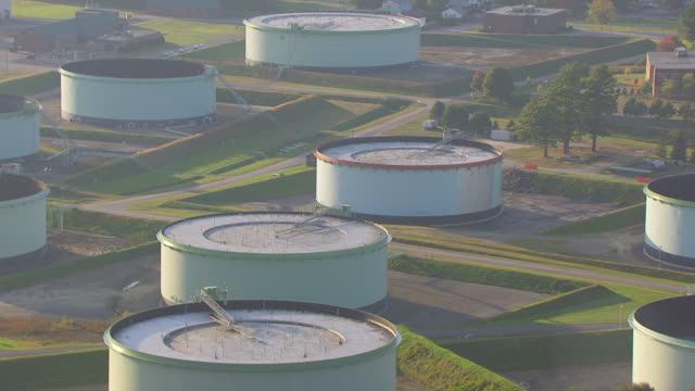 ws aerial pov view of portland pipe line corporation storage tank / portland, maine, united states - silo stock videos & royalty-free footage