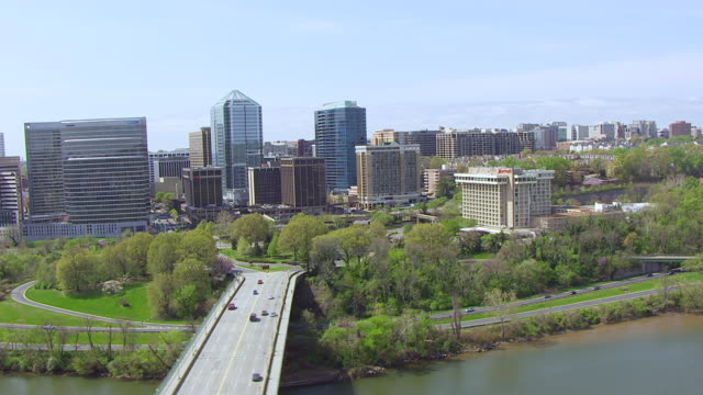 ws tu aerial pov view of potomac river and high rise buildings / rosslyn, arlington county, virginia, united states  - arlington virginia video stock e b–roll