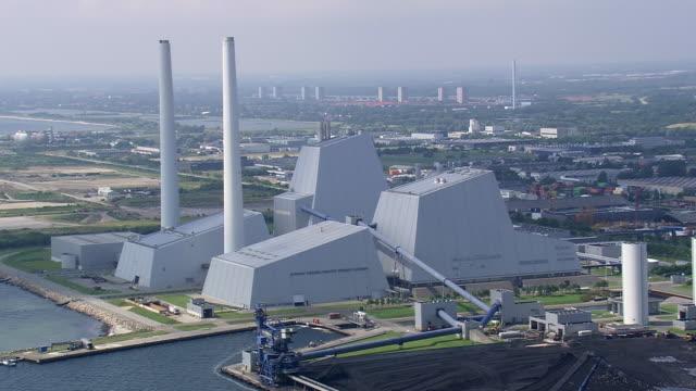 ws aerial zi view of power station / copenhagen, denmark - oresund region stock videos & royalty-free footage