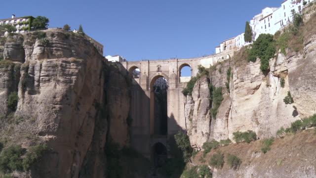 stockvideo's en b-roll-footage met ws view of puente nuevo / ronda, andalusia, spain        - puente