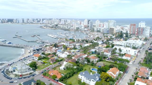 view of punta del este city, drone flight, coastline, uruguay - 鎮静薬点の映像素材/bロール