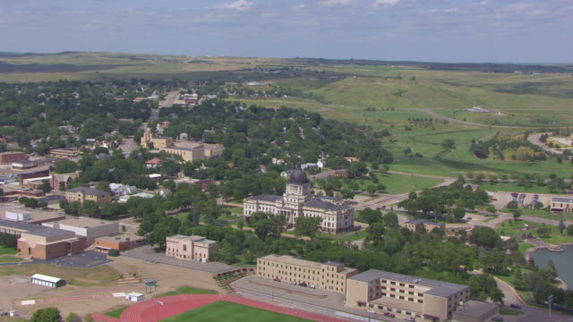 ws aerial ts zi view of push into state capitol building from front / pierre, south dakota, united states - south dakota stock videos & royalty-free footage