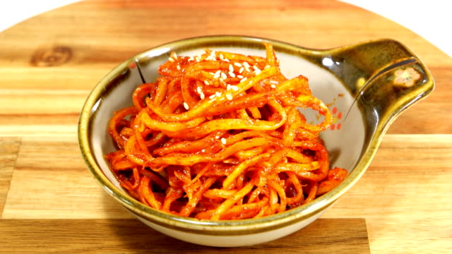 vídeos y material grabado en eventos de stock de view of putting sesame seed on ojingeochaebokkeum (stir-fried dried shredded squid) (popular korean side dish) - comida coreana