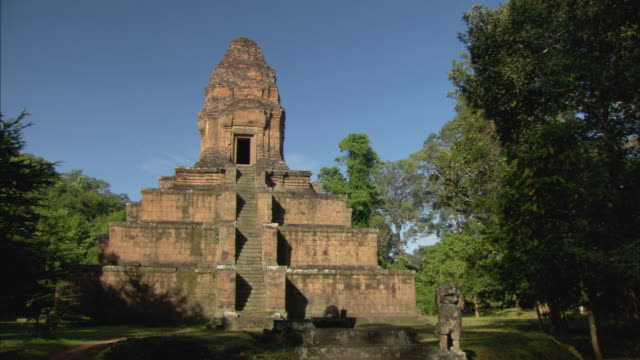 ms zi view of pyramid structure of angkor wat / angkor, cambodia - cambodian culture stock videos and b-roll footage