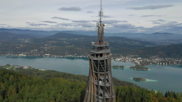 view of pyramidenkogel observation tower (highest wooden tower in the world) in karnten, austria - オーストリア文化点の映像素材/bロール