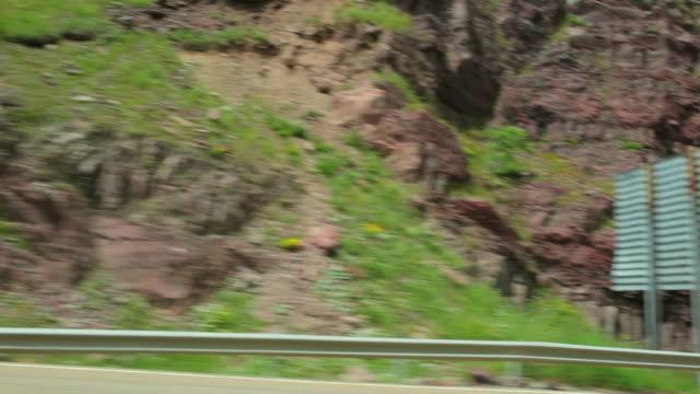 vídeos y material grabado en eventos de stock de ws pov view of pyrenees mountain road / candanchu, aragon, spain - comunidad autónoma de aragón